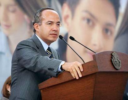 Felipe Calderón en pleno discurso