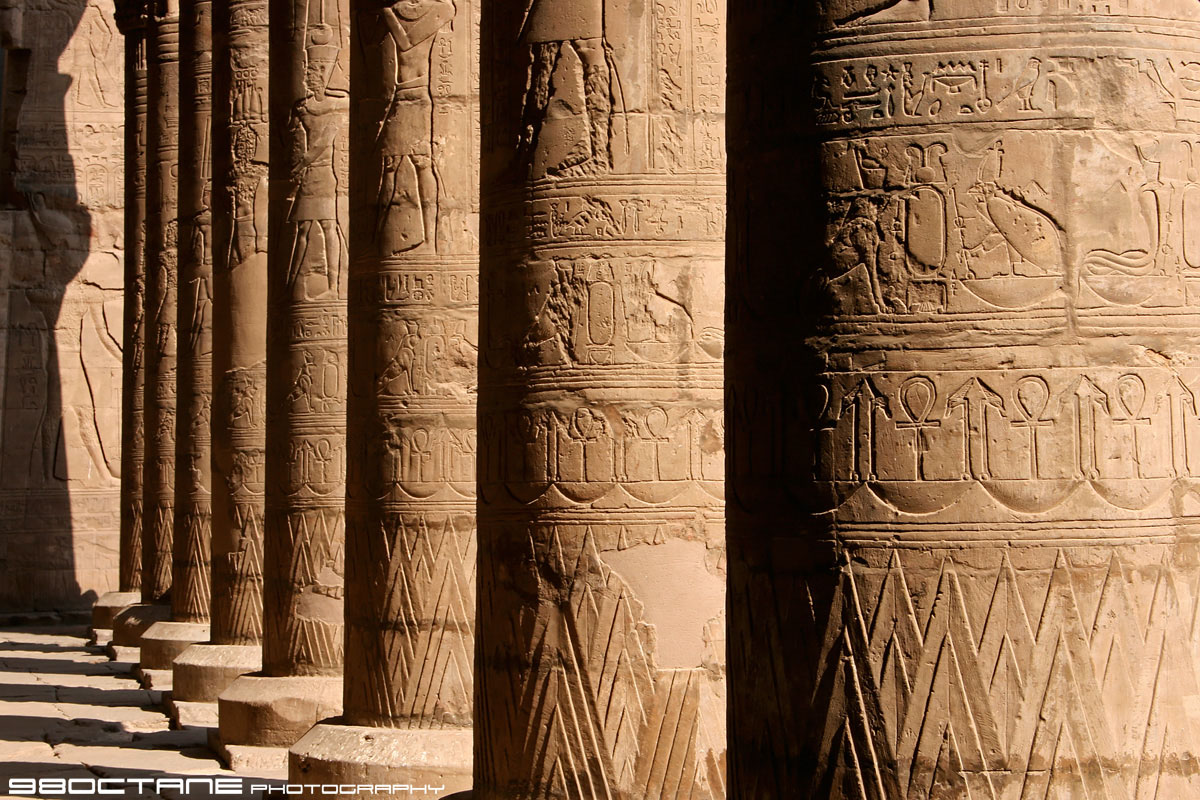http://4.bp.blogspot.com/-3OKa5u3FDMY/TwcKsPy09CI/AAAAAAAACOc/j_7rL6VWLHM/s1600/columns_of_hieroglyphics_edfu_temple_of_horus_edfu_egypt.jpg