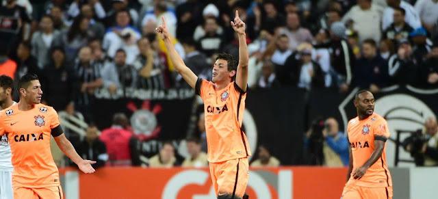 O time de laranja contou com gol de Marciel para aumentar a sua vantagem na tabela (foto: Sergio Barzaghi/Gazeta Press)