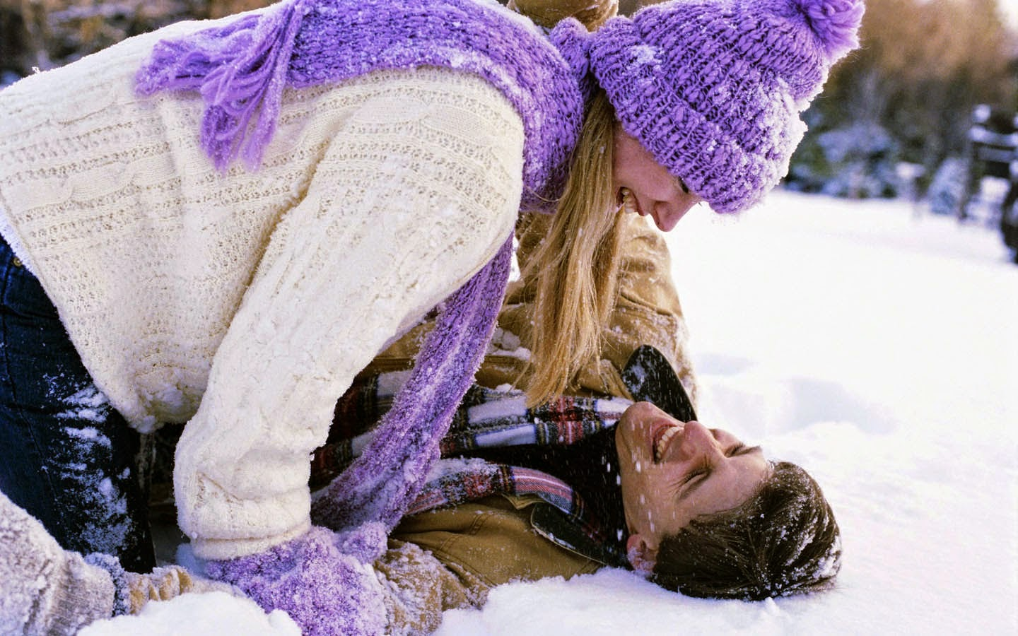 Romantic couple snow fun HD Wallpapers