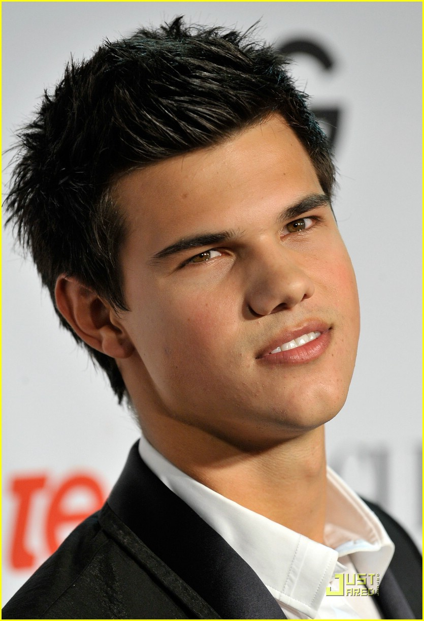 Taylor Lautner Picture View In Full Size