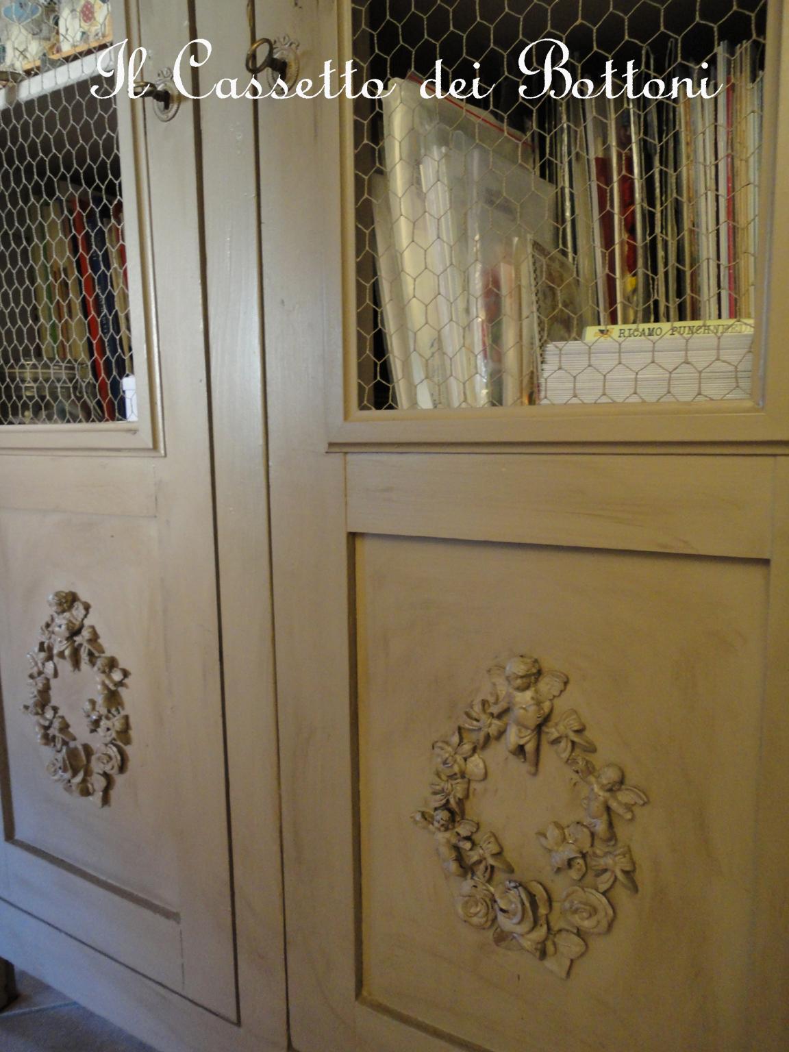 Il cassetto dei bottoni all 39 inizio era un vecchio armadio - Anticare un mobile ...