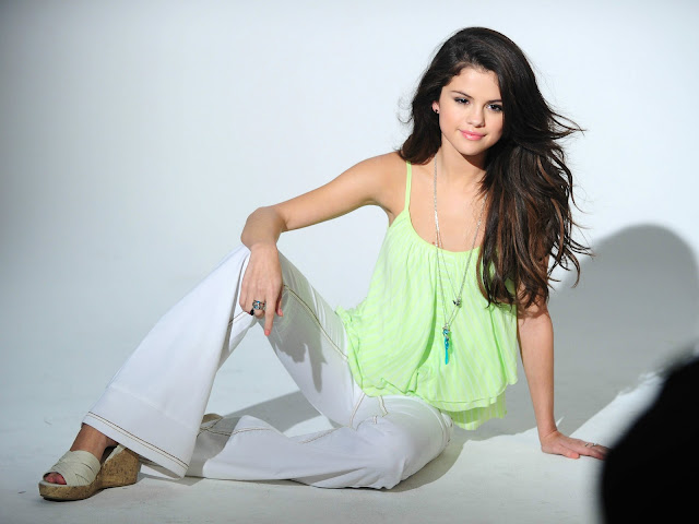 Celena Gomez latest photoshoot_2012_MyClipta