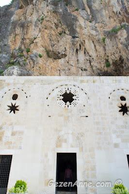 bir dağ yamacındaki St Pİerre kilisesi, Hatay