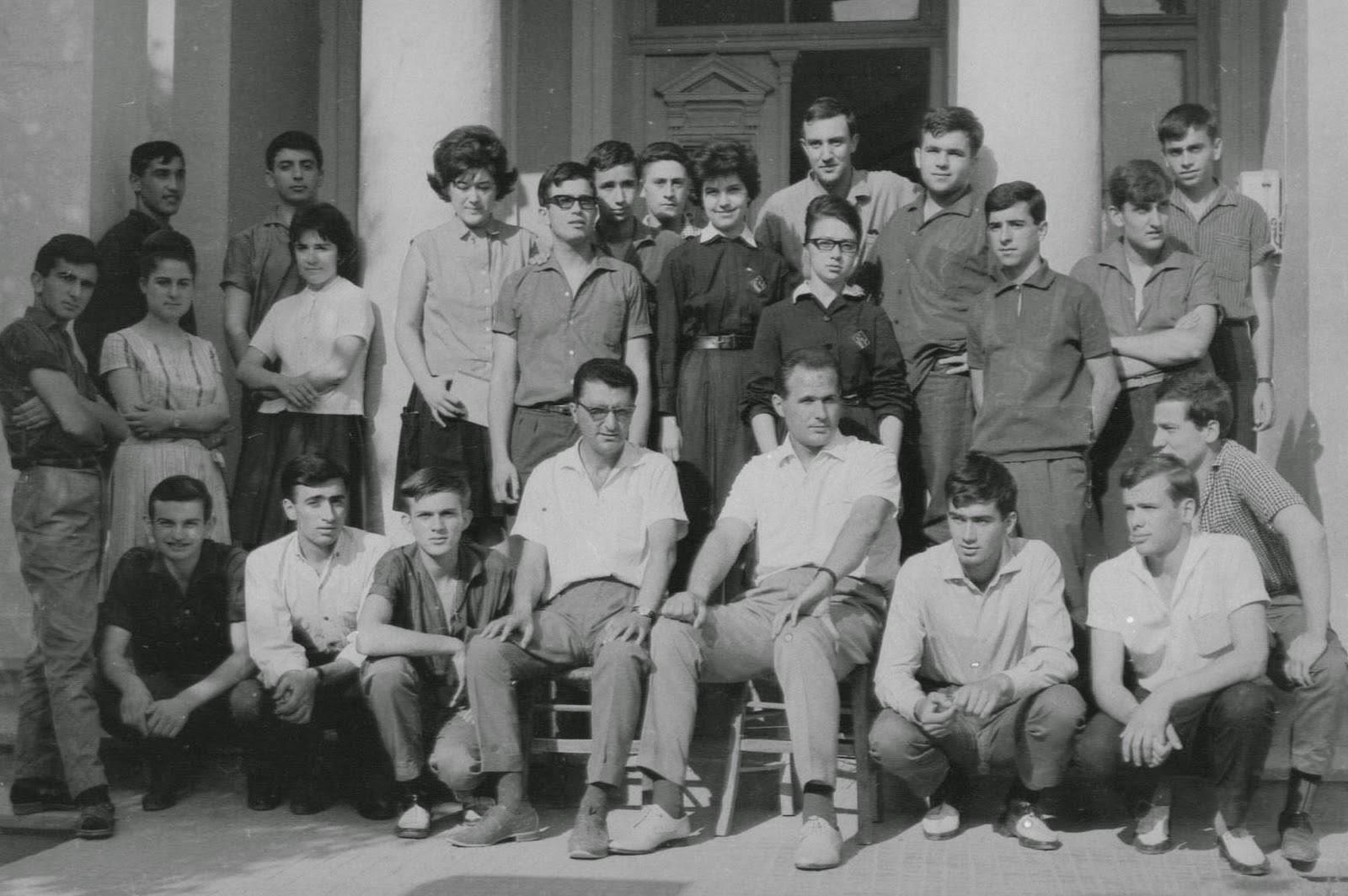 Τελειόφοιτοι σχ. έτους 1964-65 περικαλλούς Γυμνασίου Αρρένων Έδεσσας