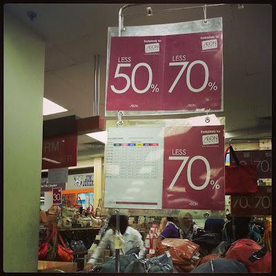 Kenapa perempuan suka shopping?