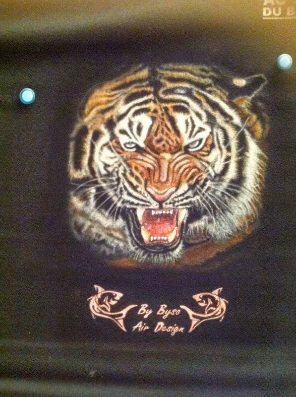 photo(12) tuto et pas a pas tigre sur teeshirt peinture aérographe