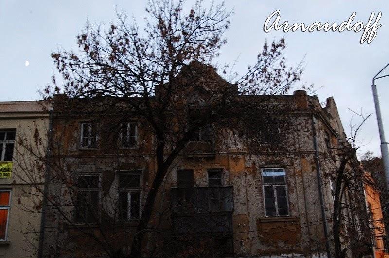 Полу-разрушена къща във варна