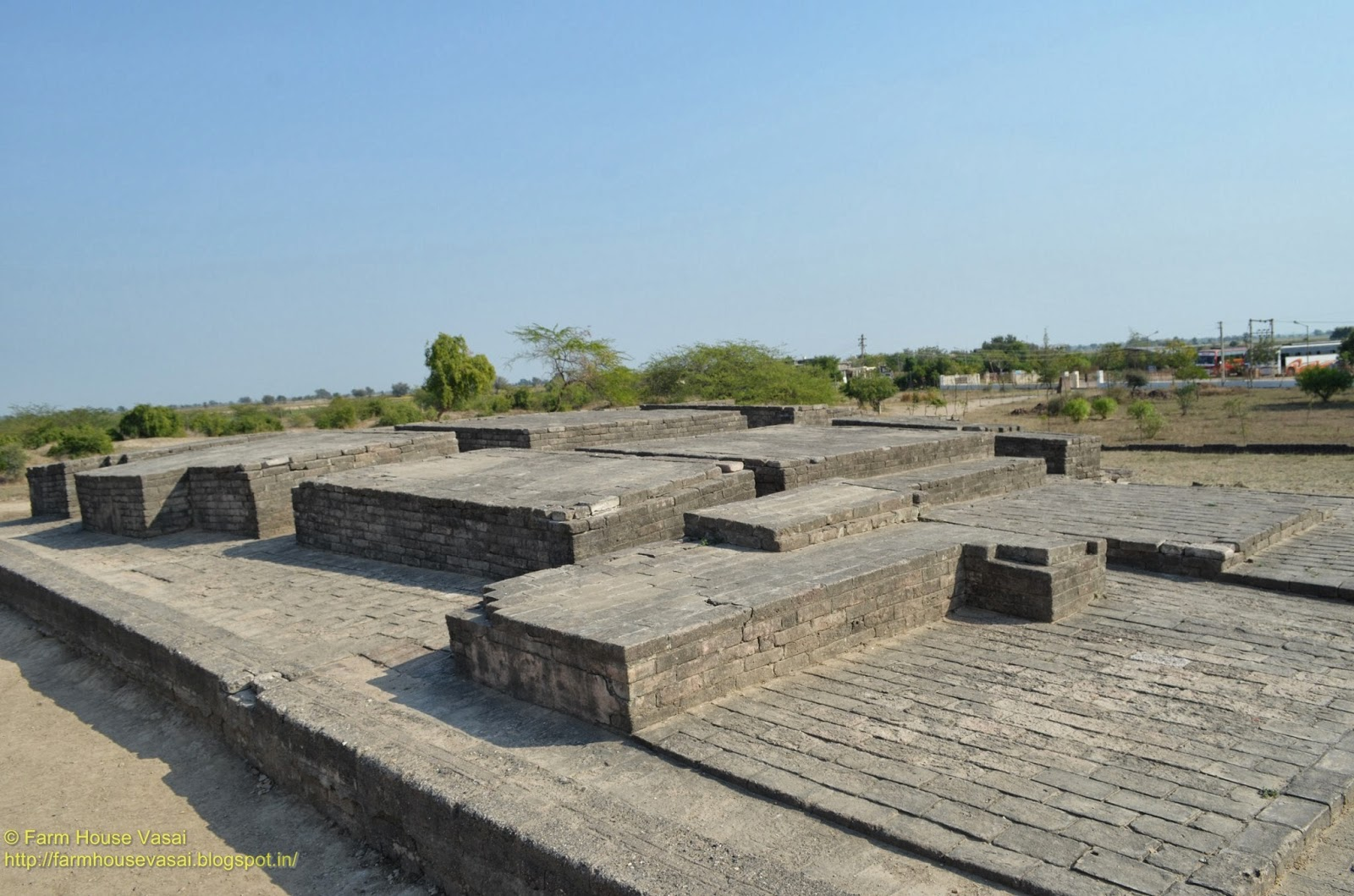 """harappan civilization Located in the indus valley on the western border of india, the harappan civilization is one of the largest ancient civilizations that has """"flown under the radar"""" as very few people have heard of it."""