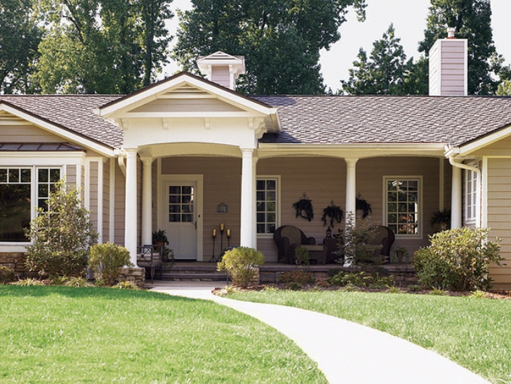 Decorating diva tips top ways to improve the exterior for Ranch home with porch