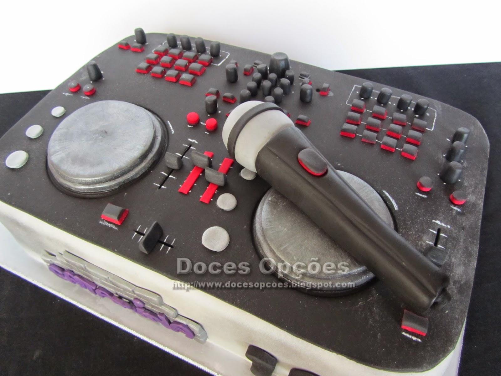 Bolo decorado mesa de DJ