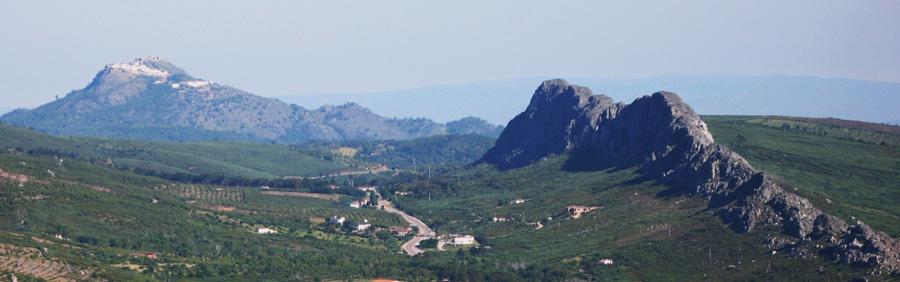 Entorno, Sierra de Paja (al fondo Marvao, Portugal)