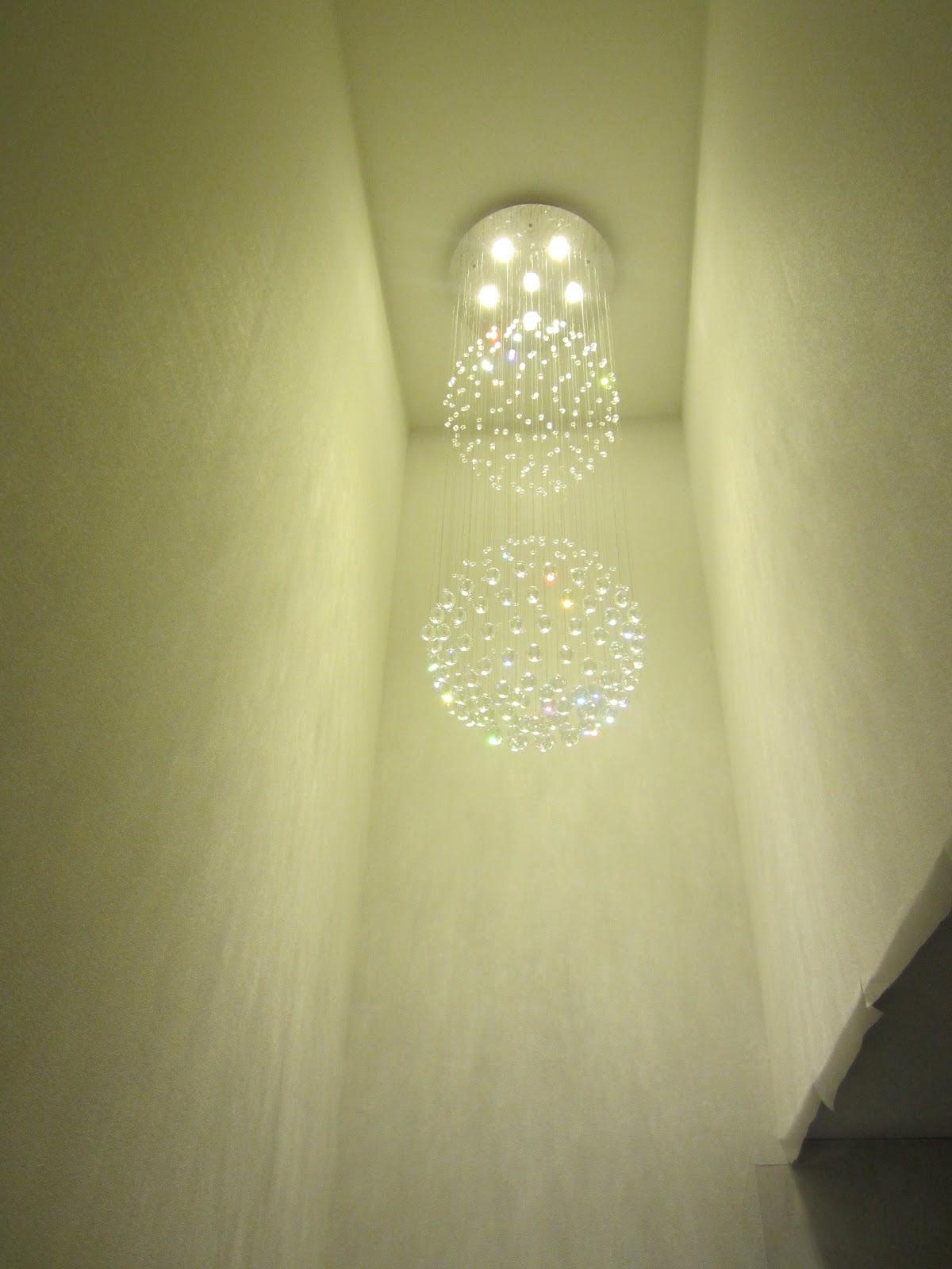 unser hausbau treppenaufgang tapezierarbeiten lampe. Black Bedroom Furniture Sets. Home Design Ideas