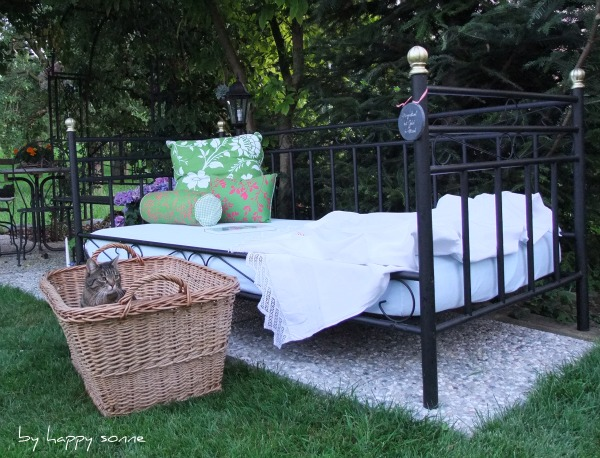 happy sonne unser gartenbett. Black Bedroom Furniture Sets. Home Design Ideas