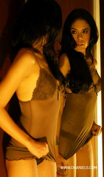 Foto Topless Artis Nikita Mirzani (HOT)