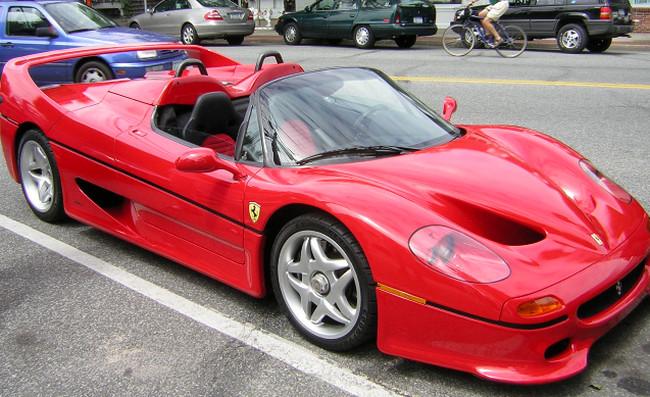 10 Ferrari ter Jelek yang Pernah Ada