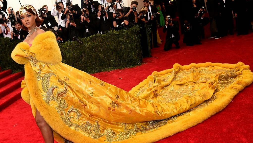 Meme Lucu Gaun Telur Dadar Rihanna