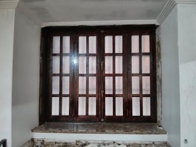 en caso de que estn muy justas o no entren yo recomiendo cepillar los marcos de la ventana donde se necesario siempre es algo mas sencillo
