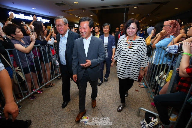 VIPs from Parkson Group walking on the red carpet Photo by Mango Loke