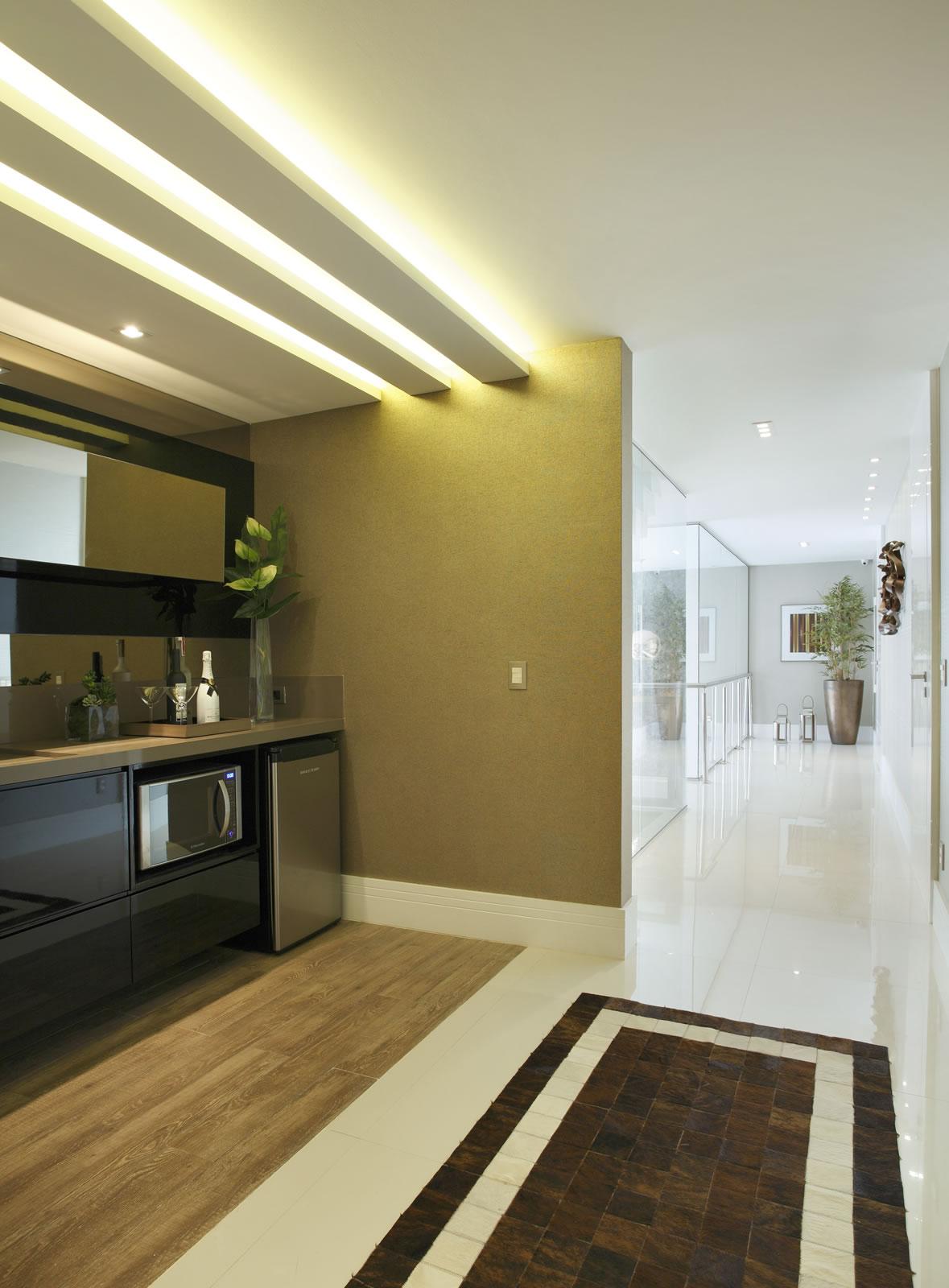 Cozinhas íntimas ou de apoio em casas de sobrados confira dicas e  #8E7F3D 1179 1600