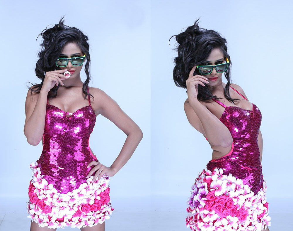 poonam pandey skirt images