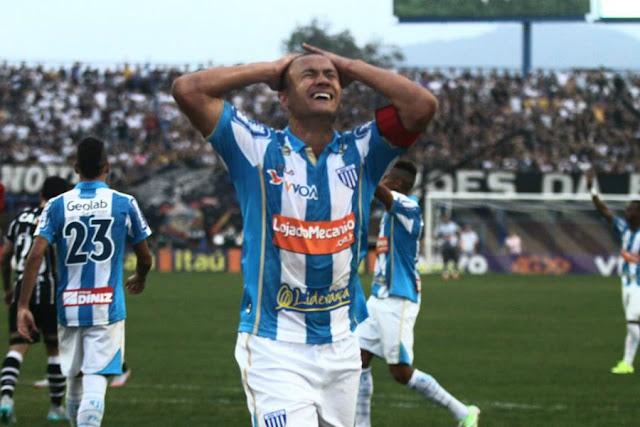 Zagueiro perdeu um gol dentro da pequena área e teve outro anulado neste domingo (Foto: Jamira Furlani/Avaí FC)