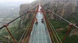 Goyang Diterpa Angin, Ini Jembatan Paling Mengerikan di Dunia