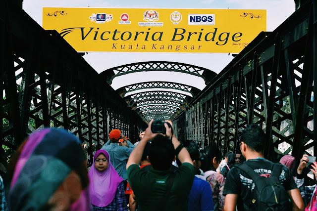 Victoria Bridge Jambatan Bersejarah Untuk Kaki Fotografi | 'VOLUNTOURISM VICTORIA BRIDGE GREEN DAY