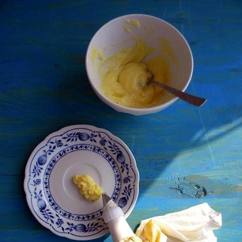 Kruche babeczki z kremem pâtissière i owocami