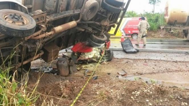 c5dac628e O motorista do caminhão foi encaminhado para o Hospital de Nova Mutum. O  estado de saúde dele não foi divulgado. A concessionária Rota do Oeste