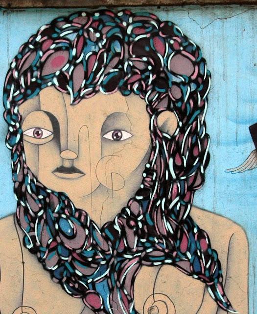 piguan graffiti arte callejero en la calle exposición, santiago de chile