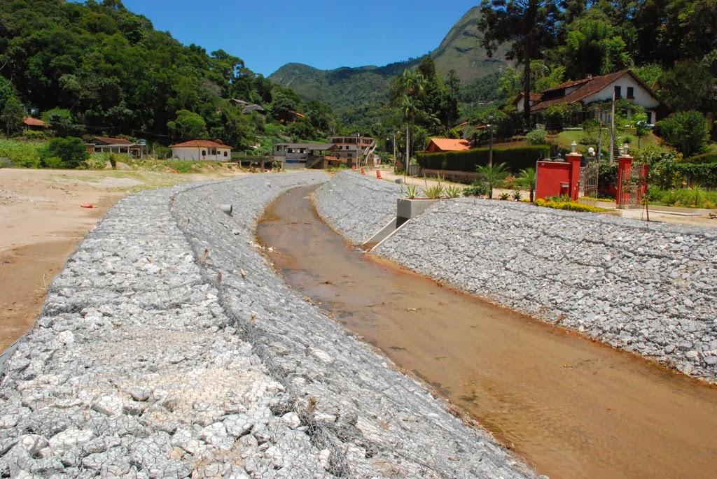 Na Posse, paredes de pedras na margem do Rio Príncipe estão em fase de finalização pelo Governo do Estado