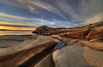 Piscina de piedra junto al mar de arenas blancas - Stone Pool