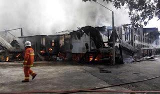 Rumah panjang Chales Egat hangus : 130 penduduk hilang tempat tinggal