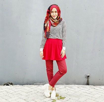 Style Hijab Unik dengan Padu Padan Rok Mini dan Celana