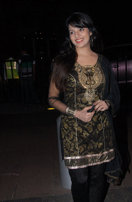saloni from santhosam film awards, saloni new