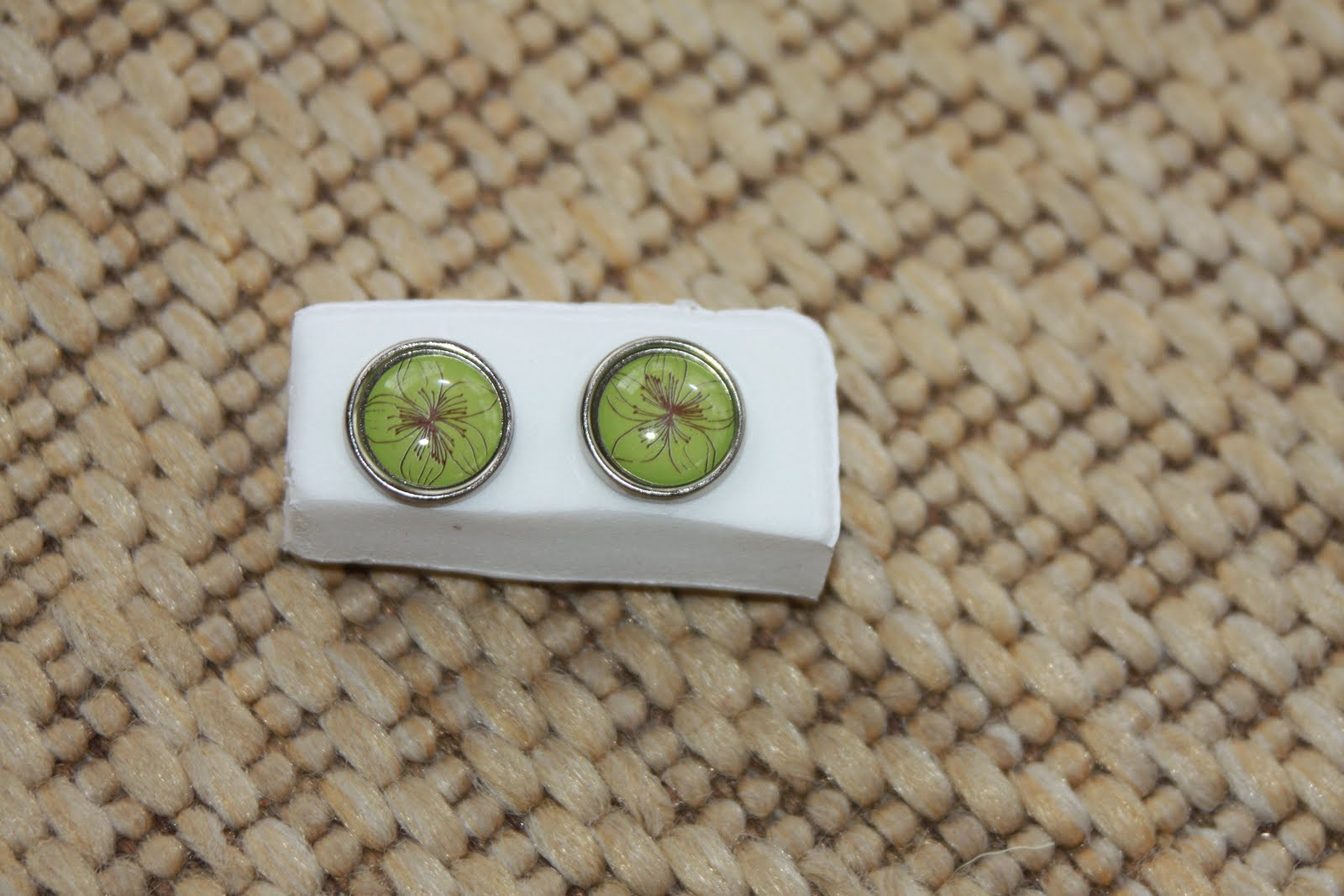 Silver rimmed lime green and brown flowers