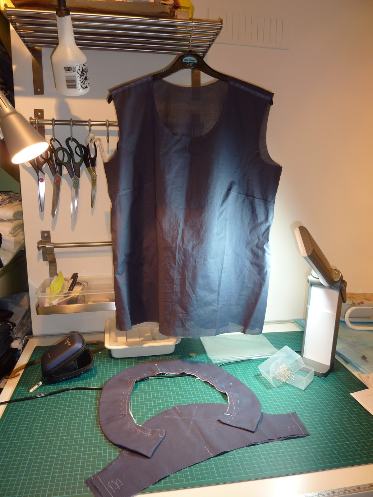 http://4.bp.blogspot.com/-3TuDglQwJxk/TyxpPd6fEoI/AAAAAAAAAKs/Nwy9DxQps_s/s1600/Nearly+finished+Scout+Woven+T-Shirt.jpg