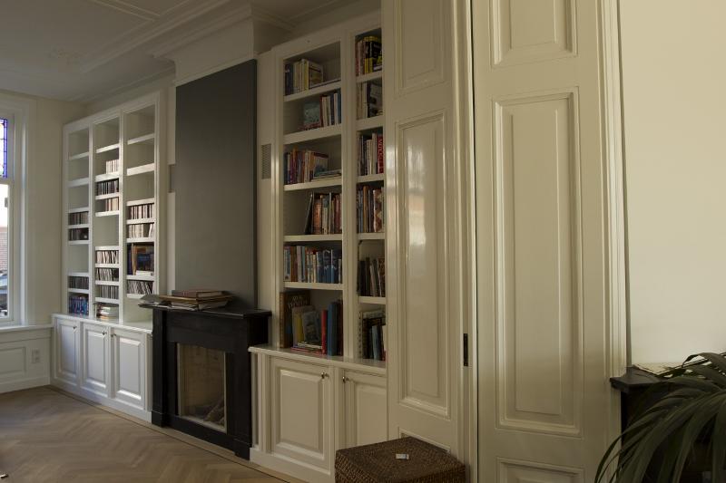 Interieurbouw: Klassieke houten boekenkast