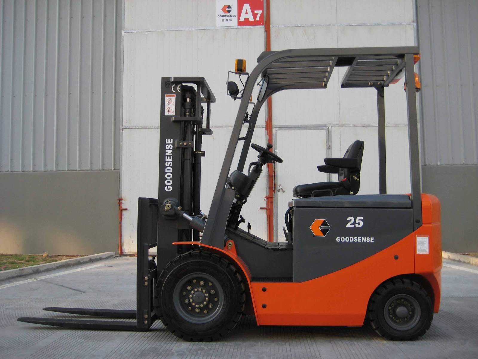 Electric forklift advantages and disadvantages Motorized forklift