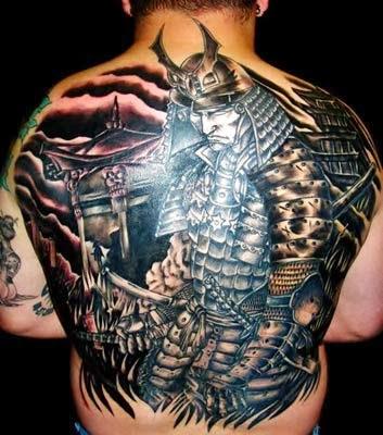 imagens de tatuagens de samurai nas costas