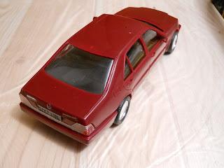 maqueta de plástico de un Mercedes-Benz 600 SEL