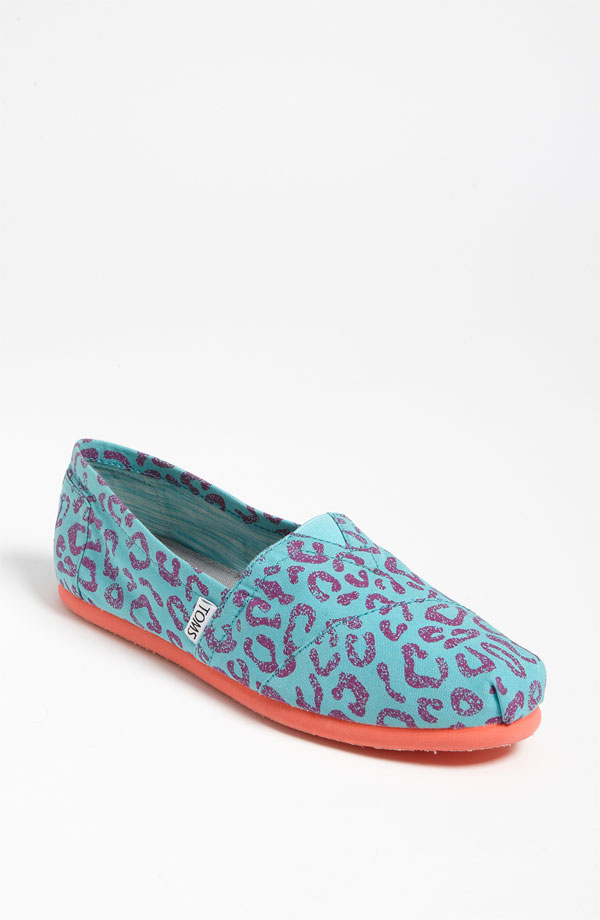 Shop for TOMS Shoes for Women, Men & Kids | Dillard's at lasourisglobe-trotteuse.tk Visit lasourisglobe-trotteuse.tk to find clothing, accessories, shoes, cosmetics & more. The Style of Your Life.
