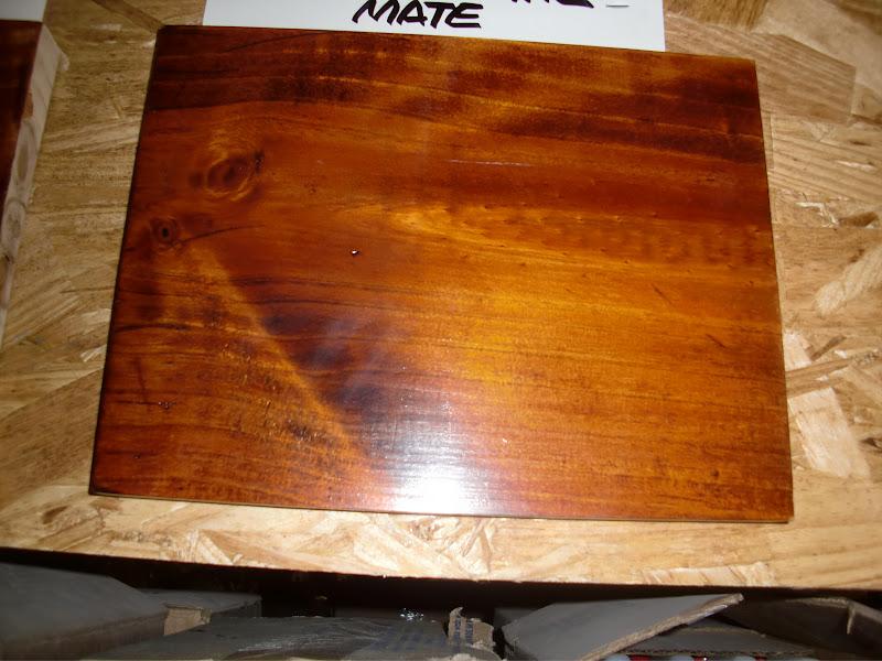 Decoraciones manualidades en madera matizando color caoba for Se puede pintar encima del barniz