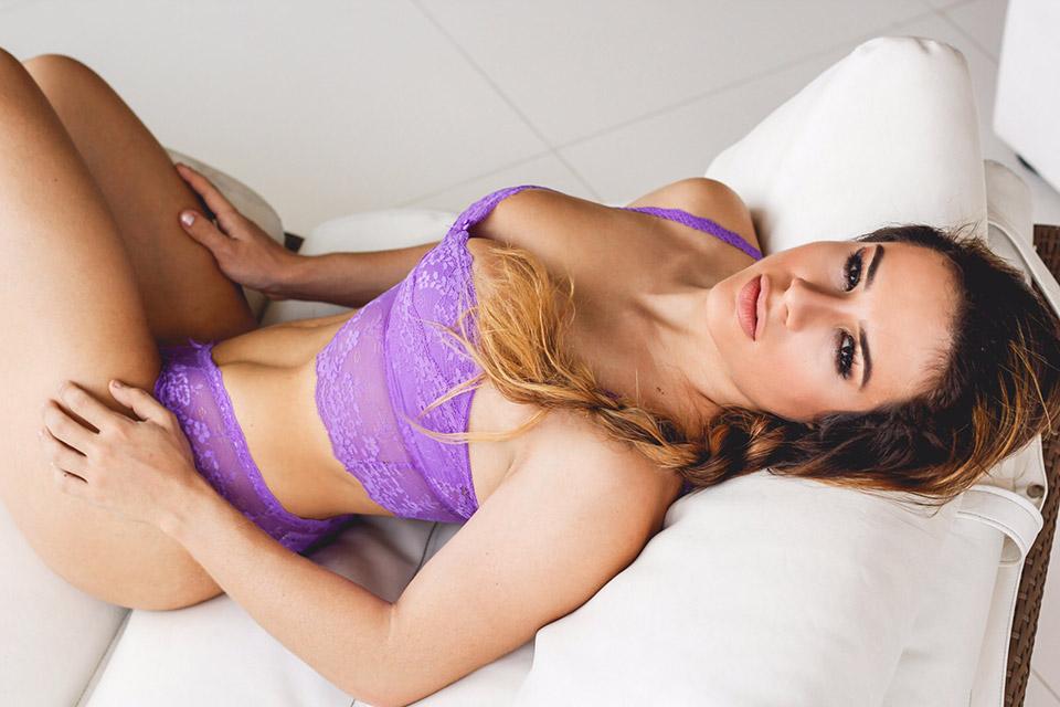 Rebecca Ferrari, Campeã Diva Fitness, posa de lingerie para ensaio. Foto: Fabrício Santana/ Thiago Freitas Assessoria