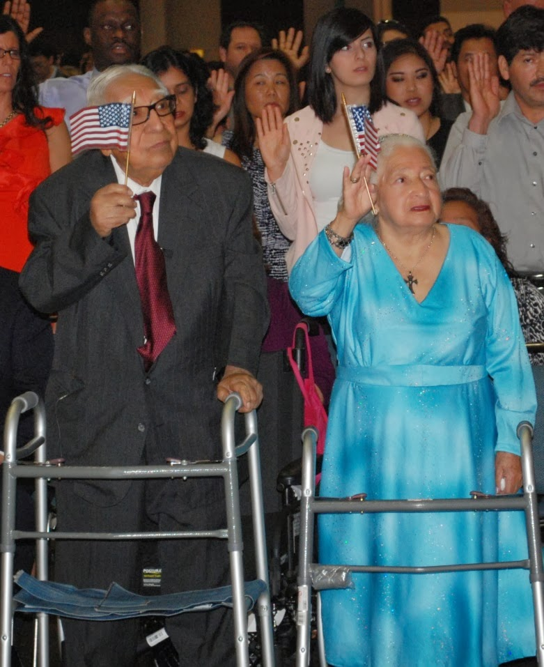 Jorge y Rafaela tomando el Juramento de Lealtad