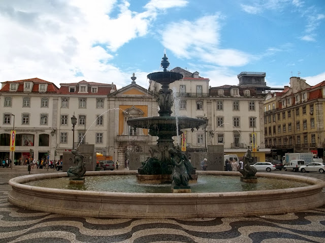 Rossio Square Fountain in Lisbon on Semi-Charmed Kind of Life