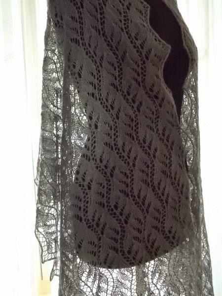 TE KOOP: bijna 2mtr.licht grijze wollen sjaal.