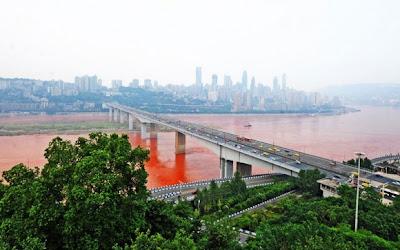 sungai yangtze bertukar merah4