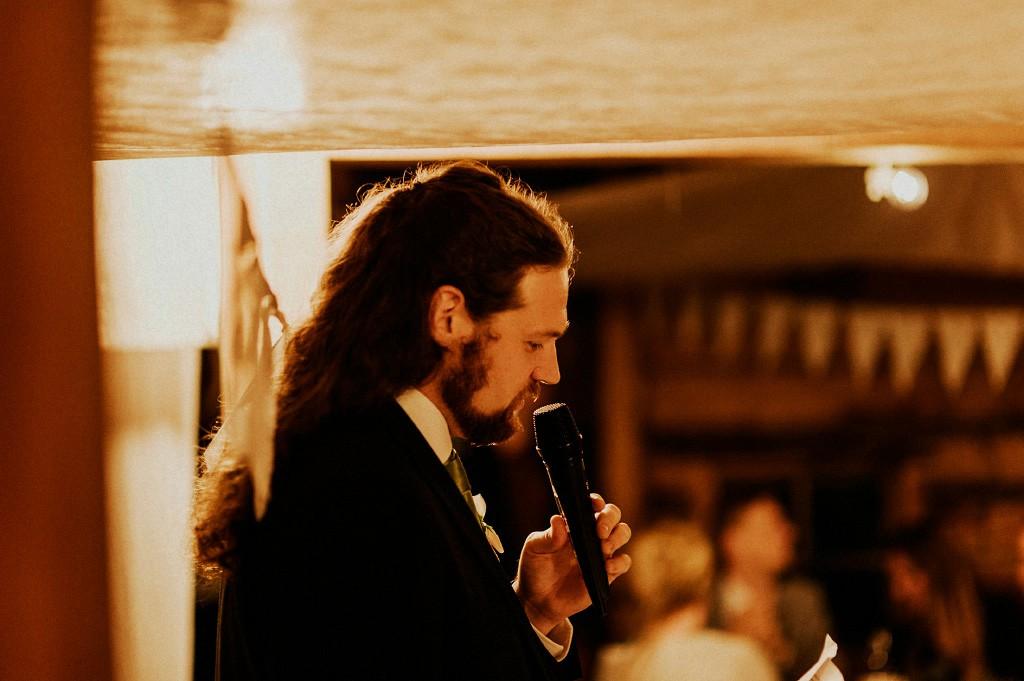 Best man håller tal | Vassbo magasin | bröllop